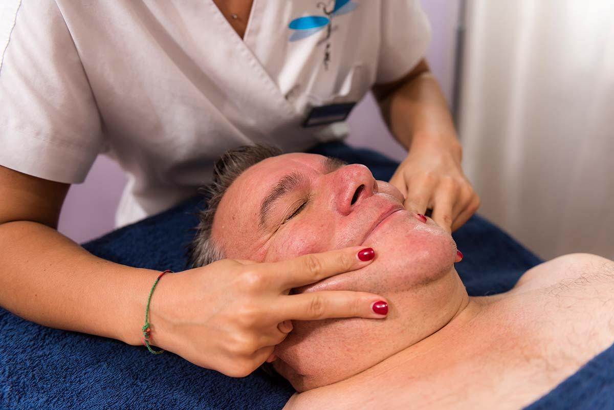 massaggio-viso-uomo